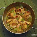 Rozmaringos, fehérboros csirke szőlővel és őszibarackkal Thai Red Curry, Sprouts, Food And Drink, Vegetables, Lunch Ideas, Ethnic Recipes, Vegetable Recipes, Veggies