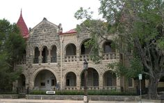 1) Capt. Charles Schreiner Mansion: located in Kerrville, Texas, this castle was designed by British architect Alfred Giles in 1879. It's now a historic landmark in Texas, and you can take a tour of it for free! It's even available to rent for private occasions (unfortunately not for free, though).