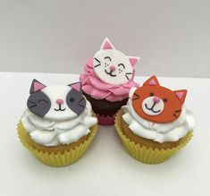 Check out our fondant cat cake topper selection for the very best in unique or custom, handmade pieces from our shops. Fondant Cupcakes, Fondant Toppers, Cupcake Cakes, Pink Cupcakes, Cat Cakes, Kitty Party, Cupcake Day, Rose Cupcake, Cat Cake Topper