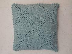 with link to free pattern) Crochet Box, Crochet Stars, Crochet Pillow, Love Crochet, Knitted Cushion Covers, Knitted Cushions, Knitted Blankets, Crochet Decoration, Crochet Home Decor