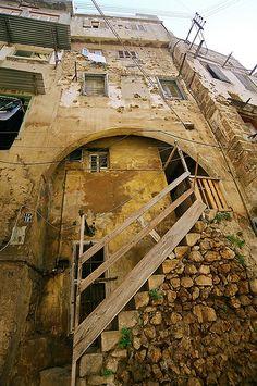 Old+war+scarred+houses,+Tripoli,+Lebanon