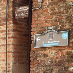 Vicolo Baciadonne a Città della Pieve #AlTrasimeno foto di @ladyzeta