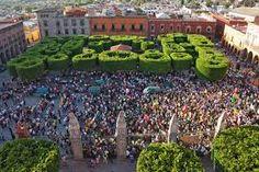 San Miguel de Allende, Mexico, el Jardin, topiary trees