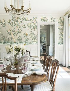 Rye Beach Shingle Style Dining Shingle Style Modern TraditionalNeoclassical by Douglas VanderHorn Architects Chinoiserie Wallpaper, Traditional Dining Rooms, Traditional House, Traditional Kitchens, Traditional Bedroom, Modern Traditional, Antique Dining Rooms, Dining Room Wallpaper, Wall Wallpaper