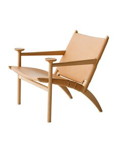 Furniture designer David Ericsson designed an easy chair for Gärsnäs that focuses on his appreciation of wood as a material and all it can do. Modern Dining Chairs, Living Room Chairs, Lounge Chairs, White Leather Chair, Leather Chairs, Luxury Office Chairs, Plywood Chair, Design Industrial, Patterned Armchair