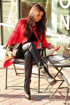 Girl In Boots http://boot-fashion.blogspot.com/