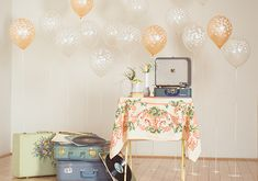 Vintage Bridal Shower inspiration | photo by Ananda Lima | 100 Layer Cake confetti dot balloons by beve! beve.co