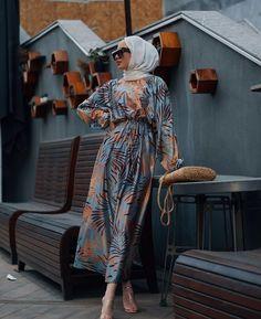 Hijab Fashion Summer, Modest Fashion Hijab, Modern Hijab Fashion, Street Hijab Fashion, Modesty Fashion, Muslim Fashion, Fashion Muslimah, Fashion Dresses, Dresses Elegant