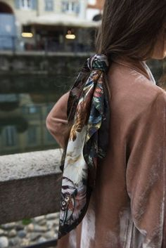 Love the idea of wearing a neck scarf in my ponytail hairstyle!