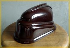 """Cute when folded in :) Art Deco Bakelite desk lamp, from French company JUMO. ca. 1940. This is the """"BOLIDE"""" model, designed by Gustave MIKLOS #artdeco"""