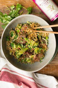 snelle noodles met broccoli en biefstukreepjes Linguine, Ravioli, Asian Recipes, Healthy Recipes, Ethnic Recipes, Healthy Meals, Mumbai Street Food, Spaghetti, Dairy Free Diet