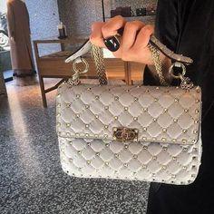 Valentino 2017, Valentino Bags, Valentino Rockstud Bag, Valentino Couture, Designer Handbags Online, Designer Totes, Kate Spade Handbags, Chanel Handbags, Givenchy Designer