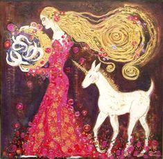 """""""La licorne est considérée comme une créature de la lune. Elle est pleine de sagesse et belle, représentant la pureté, la douceur et la protection, et elle est l'initiatrice de la féminité. Il existe de nombreuses descriptions de la licorne, dans lesquelles la forme et la taille de son corps varient de celles d'une chèvre à celles d'un large cerf, mais l'image qui s'est imposée est celle d'un cheval à la blancheur immaculée doté d'une corne unique sur le front."""