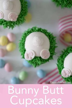 These adorable and delicious bunny butt cupcakes from Preppy Kitchen are the perfect treat for Easter and easier to make than you might think! Easter Cupcakes, Fun Cupcakes, Cupcake Cookies, Cheesecake Oreo, Cheesecake Recipes, Dessert Recipes, Pavlova, Sauce Creme, Gluten Free Bars