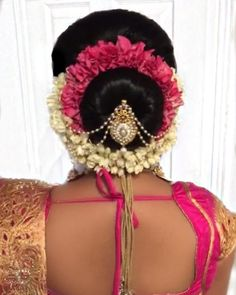 Beautiful Bridal Bun Hairstyle With Jewellery - Kurti Blouse South Indian Bride Hairstyle, Indian Hairstyles, Best Wedding Hairstyles, Bride Hairstyles, Bridal Hair Buns, Bridal Hairdo, Wedding Bun, Trendy Wedding, Wedding Ideas