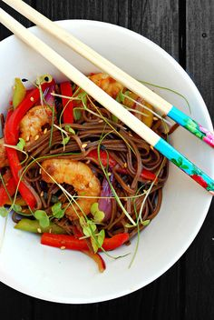 Sugg-r and some Salt: ensalada templada de fideos soba y langostinos. soba noodles and shrimp warm salad.