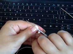 Inserire perlina dentro un cerchio con chiacchierino ad ago - YouTube