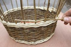 A step by step guide to weaving a traditional style Willow Wicker basket from start to finish. Paper Basket Weaving, Basket Weaving Patterns, Willow Weaving, Owl Fabric, Fabric Flowers, Upcycled Crafts, Handmade Crafts, Handmade Rugs, Weaving Projects