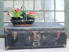 Vintage Mendel Tourist Trunk, The Case For Every Travel Need, 1920's Steamer Trunk, Vintage Trunk, Decor, Display Prop, Movie Prop