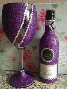 Purple crystal covered wine bottle and glass Glitter Wine Glasses, Diy Wine Glasses, Decorated Wine Glasses, Painted Wine Glasses, Glitter Wine Bottles, Wine Glass Crafts, Wine Bottle Crafts, Diy Bottle, Bottle Art