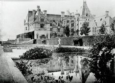 See the Vanderbilt Mansion, Biltmore: An American castle in the clouds - Click Americana Biltmore North Carolina, Biltmore Estate Asheville Nc, Fancy Houses, Old Houses, Renaissance Architecture, Old Mansions, House Blueprints, Park Hotel, Maine House