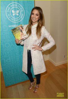 Jessica Alba: 'The Honest Life' Book Launch! | jessica alba the honest life book launch 01 - Photo