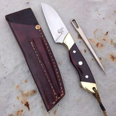 Rigging knife with marlin spike by Sam Densmore, Cape Cod. Cool Knives, Knives And Tools, Knives And Swords, Knife Stand, Tactical Pocket Knife, Engraved Pocket Knives, Best Pocket Knife, Knife Sheath, Utility Knife