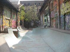 Afficher l'image d'origine Bmx Ramps, Skateboard Ramps, Skateboard Pictures, Backyard Skatepark, Empty Pool, Skate Ramp, Sport Park, Skate Style, Longboarding