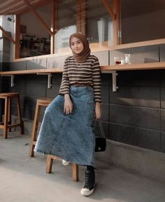 Discover recipes, home ideas, style inspiration and other ideas to try. Hijab Casual, Ootd Hijab, Hijab Chic, Casual Ootd, Modern Hijab Fashion, Street Hijab Fashion, Muslim Fashion, Style Hijab Simple, Style Casual