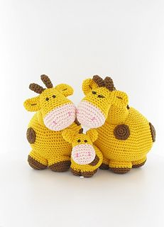 SHANNON YOU MIGHT LIKE THIS - Woollytoons giraffe family, by Tessa van Riet. Pattern ($)