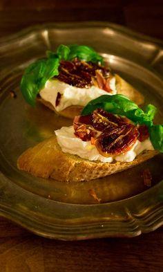 Crostinit vuohenjuustomousella | Maku