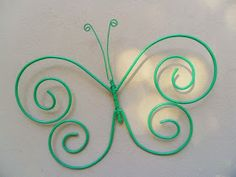 Tienda Deco C: Mariposas de hierro Metal Yard Art, Metal Art, Recycled Crafts, Diy And Crafts, Bird Crafts, Wire Jewelry, Jewelry Crafts, Hanger Christmas Tree, Copper Wire Crafts