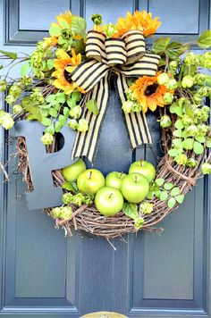 FALL WREATH WITH APPLES AND SUNFLOWERS ON A FRONT DOOR Fall Wreaths, Door Wreaths, Diy Wreath, Grapevine Wreath, Welcome September, Welcome Fall, Autumn Inspiration, Fall Halloween, Diy And Crafts