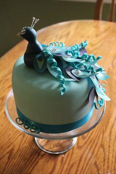 Okay so I have decided I want a Peacock birthday party in 4 years when I turn 60 ! Familia start planning! Peacock Cake! Adorable. ♥
