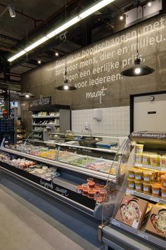 Design showcase: Marqt& recycled supermarket in Holland - Retail Design World Corporate Design, Retail Design, Food Court Design, Eco Friendly Stores, Deli Shop, Meat Store, How To Store Bread, Store Signage, Supermarket Design