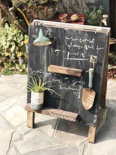 ガーデニングの季節到来♬1つあるだけでオシャレに飾れるA型看板の作り方(*^^*) Diy Home Crafts, Diy Craft Projects, Crafts To Make, Storefront Signage, Garden Center Displays, Halloween Clay, Coffee Shop Bar, Sign Board Design, Miniature Crafts