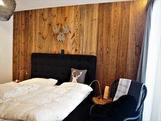 Altholz Schalung aus original sonnenverbranntem Altholz.   #altholz #idee #verbau #schlafzimmer #woodwork #woodworker #schalung #bedroom #holzkunst #holzarbeit #holzverbau #design #interiordesign #woodart Interiordesign, Furniture, Home Decor, Wood Art, Bavaria, Interior, Bedroom, Decoration Home, Room Decor