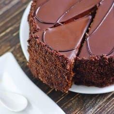 Spas u zadnji čas: Torta koju možete napraviti za 15 minuta ~ Recepti Raw Food Recipes, Sweet Recipes, Baking Recipes, Cake Recipes, Dessert Recipes, Chocolate Cake Recipe Easy, Chocolate Desserts, Kolaci I Torte, Healthy Cake