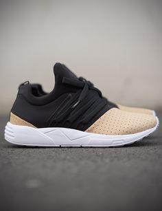 Secrets Of Sneaker Shopping – Sneakers UK Store Adidas Zx, Adidas Sneakers, Lacoste, Arkk Copenhagen, Sneaker Games, Oldschool, Louis Vuitton, Streetwear, Champion