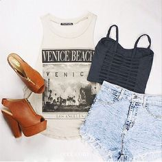 Who loves shorts and sunny weather? This is a good summer outfit.