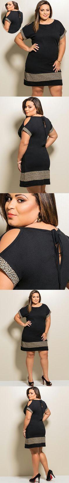 Marguerite - Vestido Preto com Estampa de Onça, confeccionada em malha de algodão. Manga curta com recorte no ombro. Detalhe de gota e recorte nas costas. Com recortes em estampa de oncinha. Comprimento: Básico.