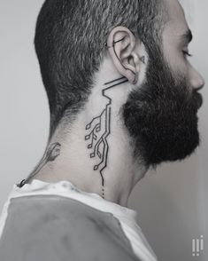 Past and future are tightly connected, and tattoo art is a great illustration of this terrestrial link especially evident in New Zealand tattoo artist Georgie… Circuit Tattoo, Redwood Tattoo, Tech Tattoo, Tattoo Ink, Arm Tattoo, Sleeve Tattoos, Cyberpunk Tattoo, Kopf Tattoo, Minimalist Tattoo Meaning