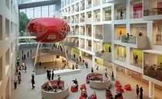 https://www.solent.ac.uk/  Университет Саутгемптона Солент Конференц-центр имеет выбор конференц-залов и конференц-залов с естественным дневным освещением, а также многоуровневых лекционных залов, а наш гибкий подход предлагает полный спектр услуг для удовлетворения ваших потребностей. Кондиционеры для удобства, двухъярусные лекционные залы конференц-центра могут вмещать от 170 до 190 делегатов.