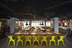 Hotel Mama Shelter Marseille, by Philippe Starck: eclecticism and Mediterranean vitality. Philippe Starck, Restaurant Concept, Restaurant Design, Restaurant Bar, Luxury Restaurant, Mama Shelter Marseille, Table Commune, Hotel France, Restaurants