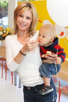 Julie Bowen, julie, bowen, motherhood, parade, modern, family