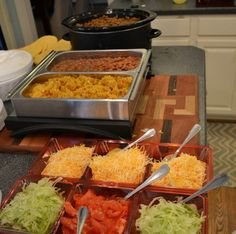 The best meals to feed a crowd are ones where the eater is involved as much as the cook, like with tacos. Here's all you need to know to set up a taco bar at home. Cheap Party Food, Easy Party Food, Cheap Food, Cooking For A Crowd, Food For A Crowd, Party Ideas, Enchiladas, Cheap Meals, Gastronomia