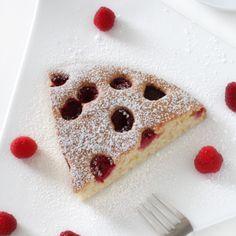 Biszkopt z malinami Pancakes, Breakfast, Food, Morning Coffee, Pancake, Meals, Yemek, Eten, Crepes