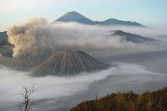 Der beste Weg, um in kurzer Zeit tiefe Eindrücke von Indonesien zu gewinnen, führt einmal quer durch Java. Kommt mit auf eine Reise von Jakarta zum Mount Bromo, einem der aktivsten Vulkane auf der Insel.
