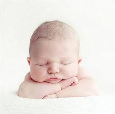 Olá, meninas!  No post de hoje vou falarsobre as regras de etiqueta para uma visita ao recém-nascido na maternidade ou em casa.   A chegada de um novo bebê é um momento de muitaalegria para todos, masé importante que osamigos e parentestomem alguns cuidados durante as visitas. Por isso, elenquei 10 regras...
