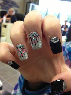 Dream Catcher nail design    instagram: nailsbyhenryl